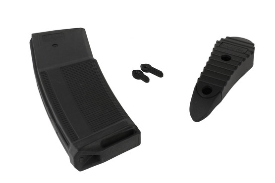 The Daniel Defense ddm4v7 comes with a 30 round 5.56 magazine, rubber butt pad, and extra selector levers