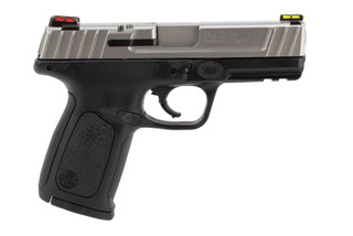 40S&W SD40VE Pistol from Smith & Wesson has a black polymer frame